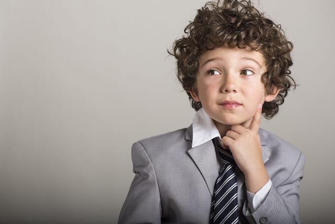 スーツを着た子ども
