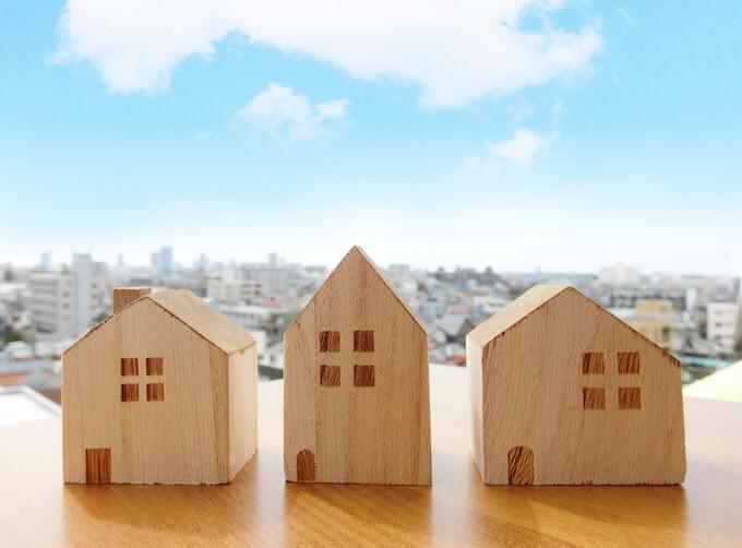 空と家の模型