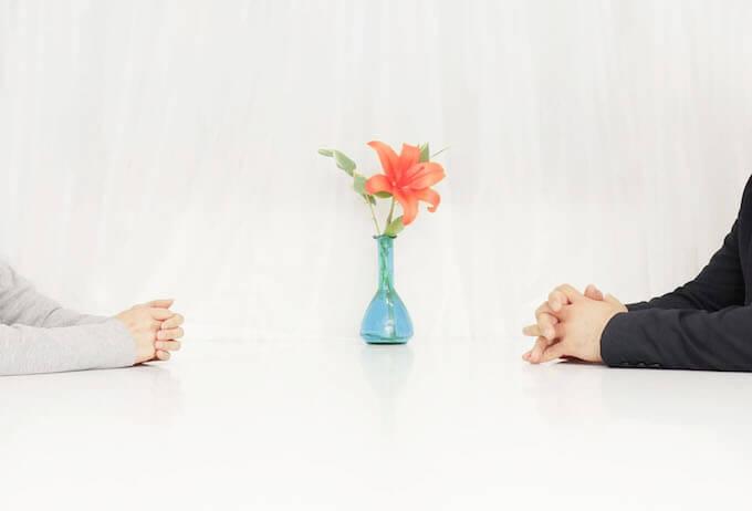 カップルと花
