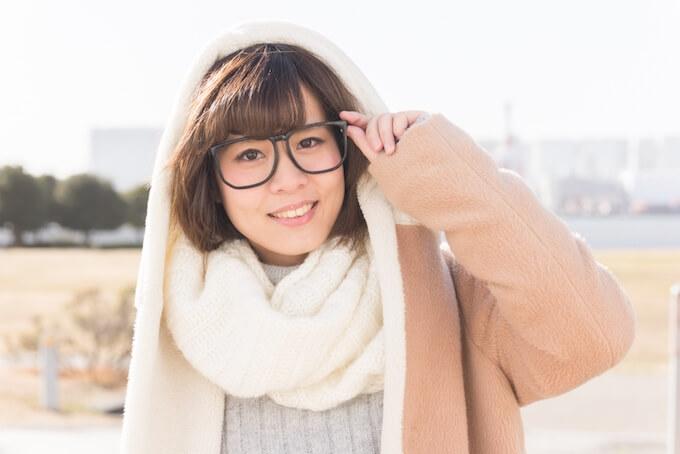 眼鏡のかわいい女性
