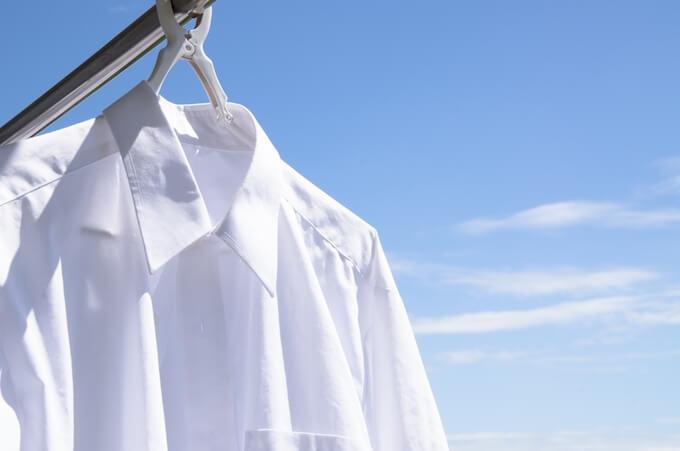 ワイシャツを干す