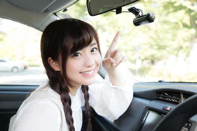 大倉山でドライブする女性
